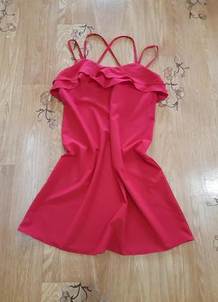 Платье красное на брителях