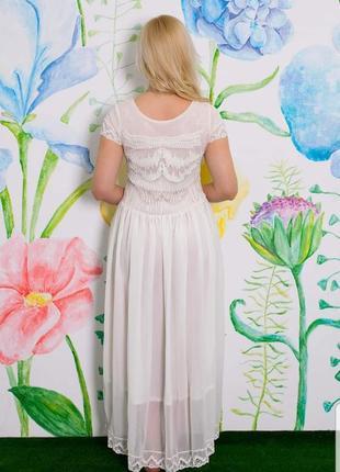 Платье молочного цвета. новое.