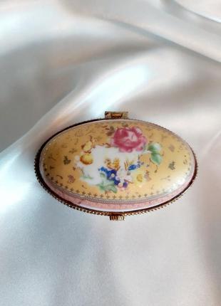 Фарфоровая шкатулка
