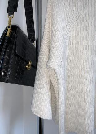 Белый свитер george с воланами на рукавах4 фото