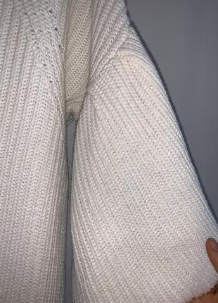 Белый свитер george с воланами на рукавах6 фото