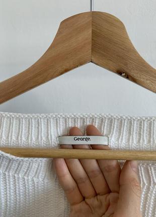 Белый свитер george с воланами на рукавах7 фото