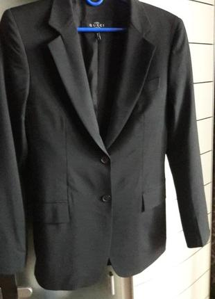 Локоничный женский жакет,пиджак шерсть gucci.