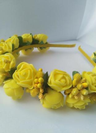 Яркий жёлтый обруч ободок с цветами