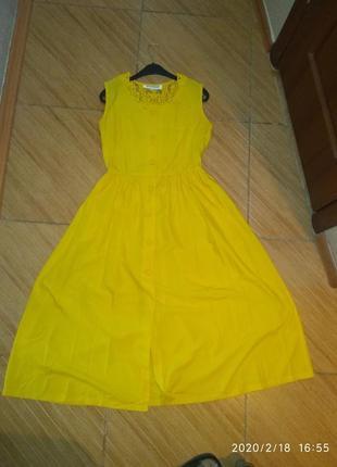Платье теплого желтого цвета
