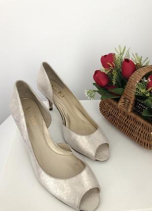 Шикарные нарядные туфли босоножки с напылением