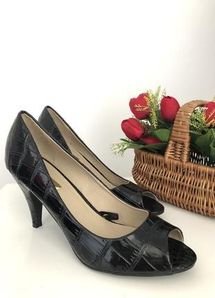Шикарные лаковые босоножки туфли на удобном каблуке