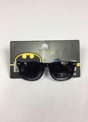 Фирменные солнцезащитные очки полная uv защита бэтмен  primark на 2-13 лет