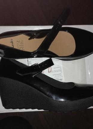 Новые туфли clarks 39 р.(25 см стелька)