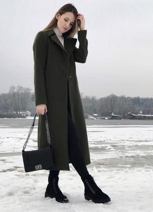 Стильное длинное пальто на запах цвета хаки