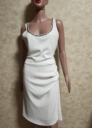 Шикарное молочное белое платье с драпировкой moschino