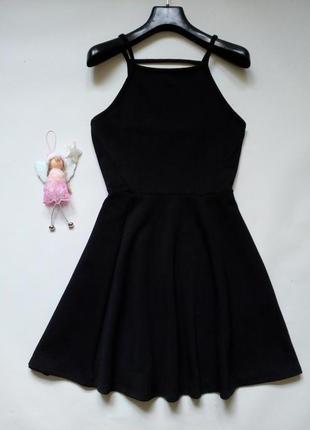 Фактурное черное платье с открытой спинкой