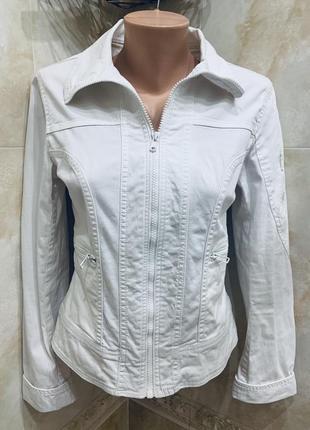 Белая котоновая джинсовая  ветровка косуха на молнии