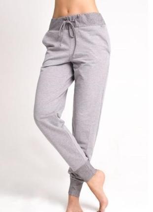 Трикотажные брюки legs
