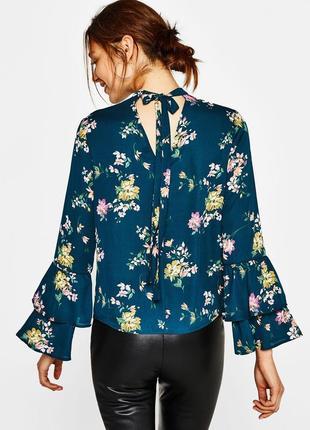 Новая шифоновая блуза с рюшами на рукавах bershka