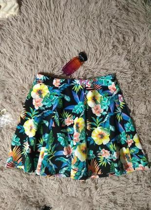 Шикарная плотная ,,неопрен,,юбка клешная в цветы до колен--m l