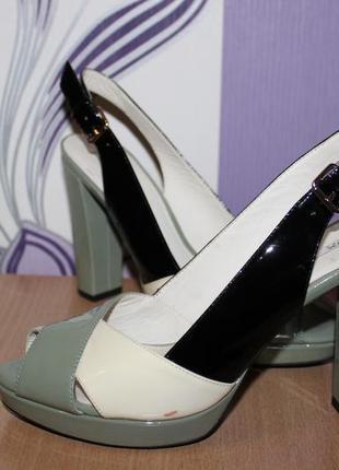 Кожаные туфли босоножки geox