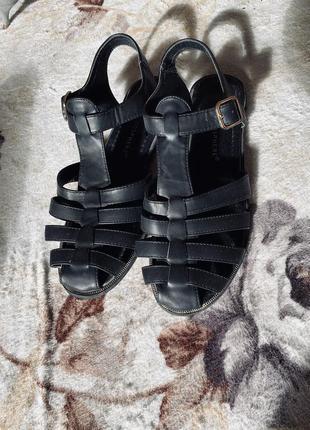 Чёрные сандали босоножки