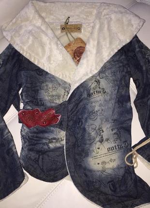 Джинсовая куртка с тату татуировками