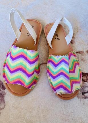 Яркие кислотные сандали босоножки