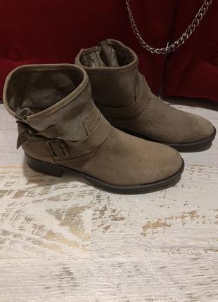Новые натуральные фирменные ботинки 41р.3 фото