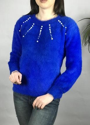 Яркий свитер травка