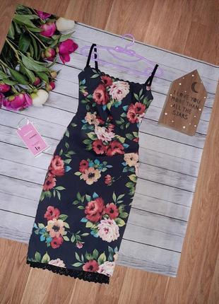 Шикарное миди платье в цветы с кружевом