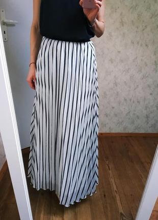 Длинная плиссированная юбка.
