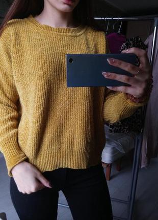 Горчичный велюровый свитер