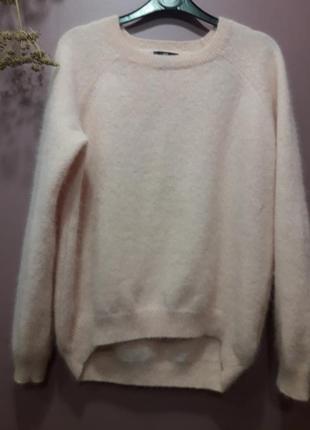 Красивый свитер из ангоры розового цвета