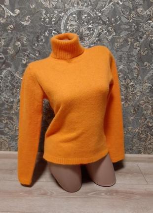 Яркий свитер с высоким воротом шерсть ангора  в составе