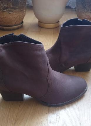 Ботинки із нубуку