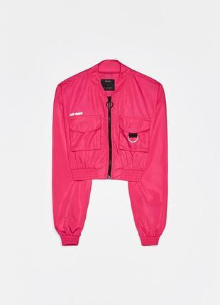Короткая куртка-бомбер из нейлона bershka reflective
