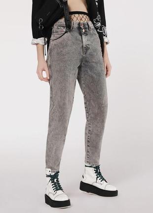 Трендовые джинсы с потертостями размер 12 л