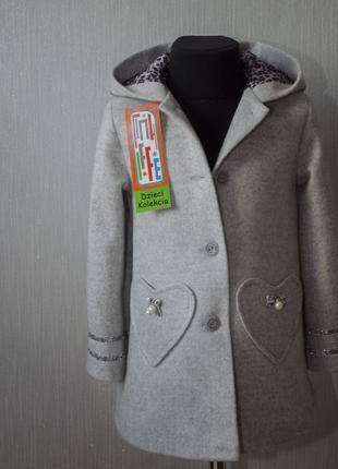 Красиве пальто на гудзиках з капюшоном