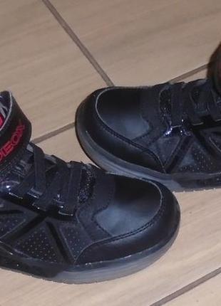 Geox ботинки демисезонные 33 р с мигалками