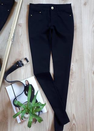 Крутые, черные джинсы skinny