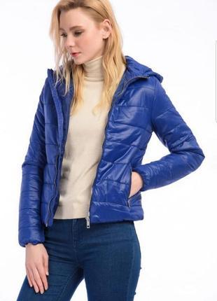 Невесомая синяя стеганная куртка bershka