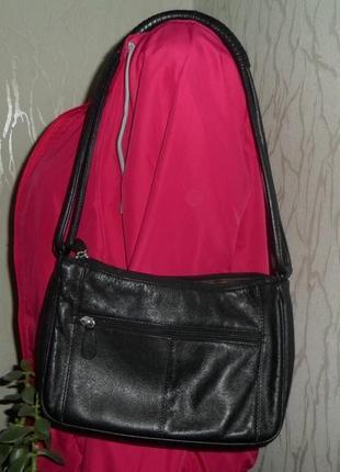 Небольшая черная кожаная  сумка на плече /tula/