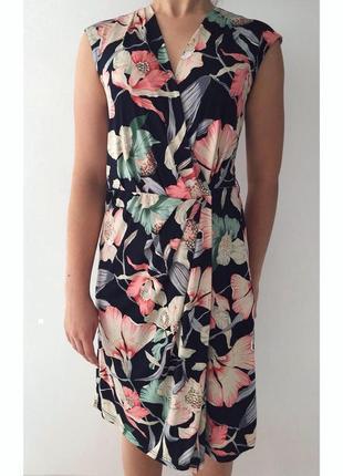 Платье, плаття, сукня з квітами, сукня назапах, модна та трендова з квітами.