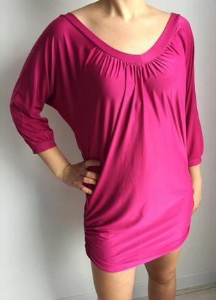 Платье, плаття яскравого рожевого кольору.