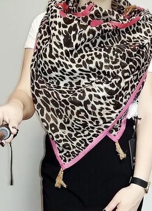 Большой шейный платок в леопардовый принт friis & company в стиле juicy couture