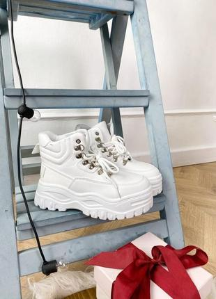 Ботинки белые массивные