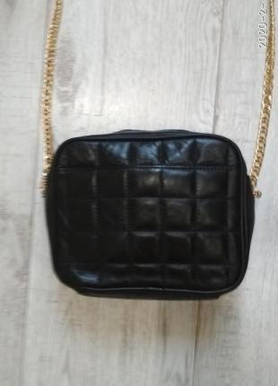 Маленькая кожаная сумочка на цепочке m&s
