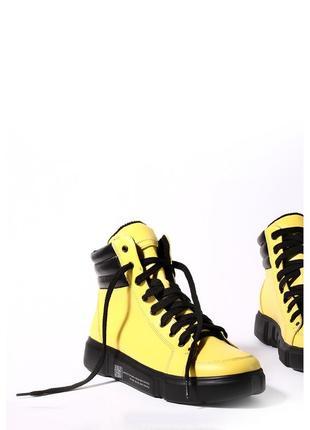 Желтые кожаные ботинки