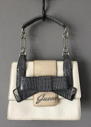Милая сумочка бренд guess.