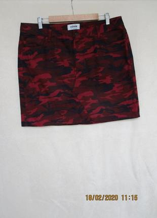 Стильная джинсовая юбка принт милитари бордовая/батал