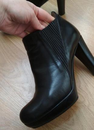 Демисезонные кожаные ботинки челси 40р дорогого бренда unisa испания