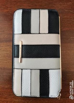 Большой, удобный кошелёк