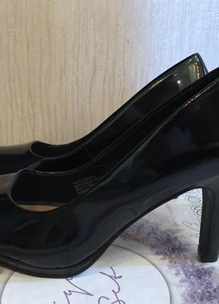 Крутые лаковые туфли fiore matalan из англии удобный каблук